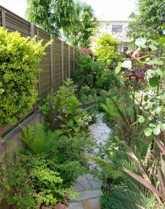 低木とバラの庭